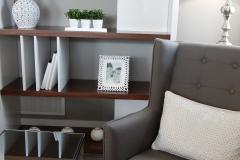 shelves-890573_1920